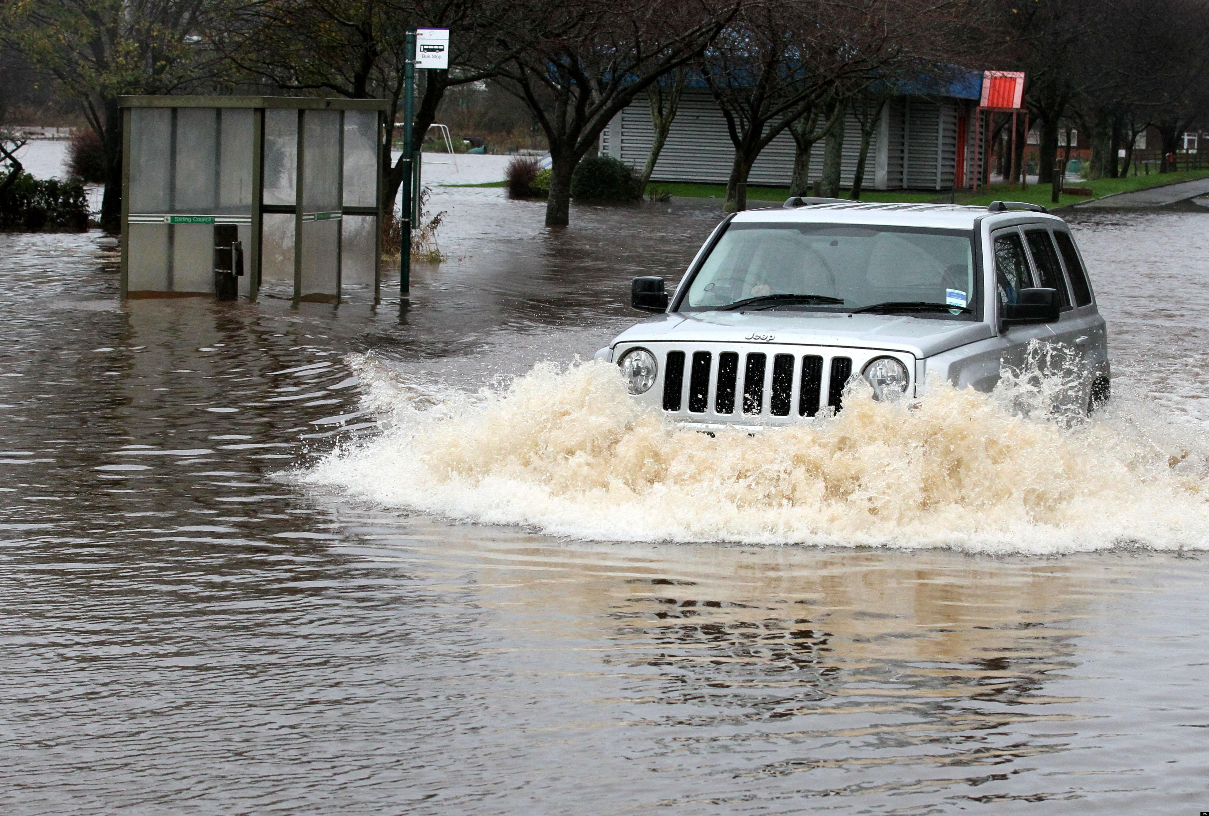 CAR-SCOTTISH-FLOOD